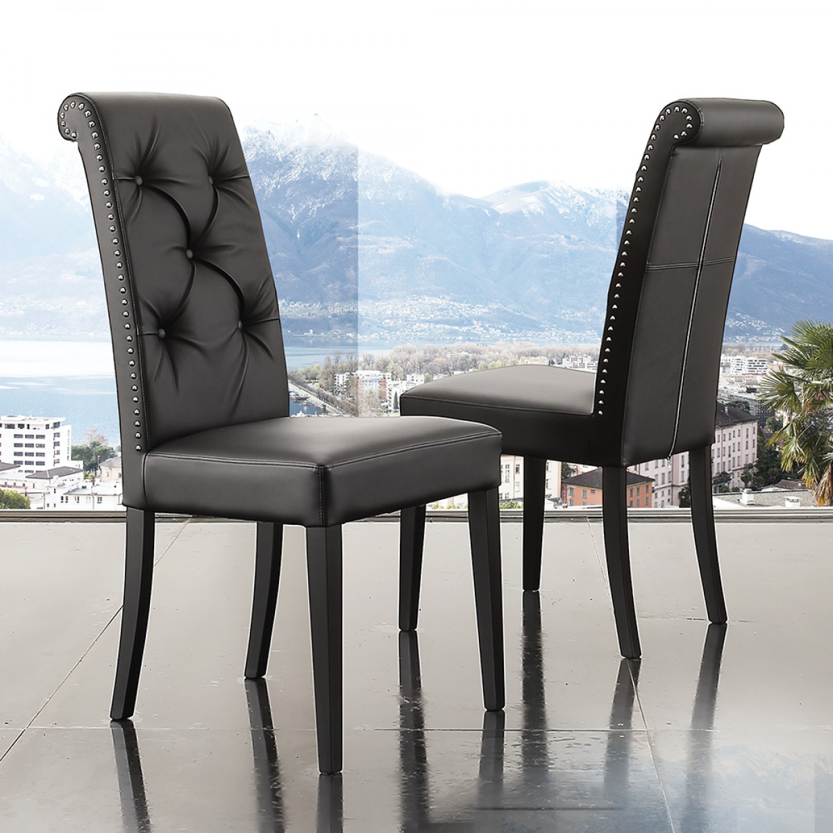 Sedia design da salotto in ecopelle nero schienale alto con borchie