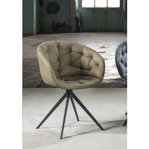 poltroncina in ecopelle beige base in metallo