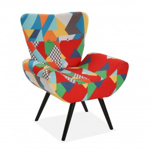 Poltroncina con gambe in legno in stile patchwork