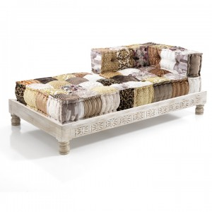 chaise lounge stile indiano con base in legno massello decorata